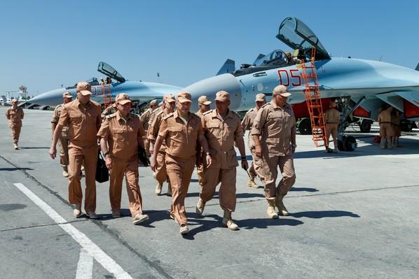 Photo-fournie-ministere-russe-Defense-montrant-ministre-Serguei-Choigou-russe-Hmeimim-Syrie-18-2016_3_600_399