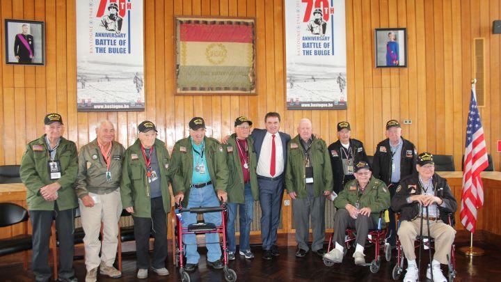 2016-10-19-160517-des-veterans-americains-honores-a-bastogne