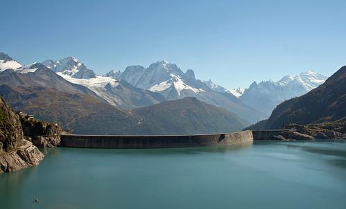 2016-12-02-le-barrage-demosson-a-la-frontiere-franco-suisse-0d139593626e193aae1677c3794e9fce