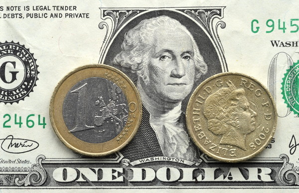 2016-12-12-dollar-euro-livre-84735354_lay
