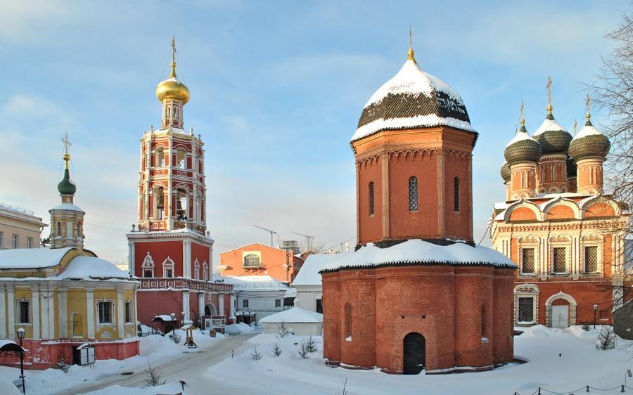 2016-12-26-le-monastere-vyssokopetrovski-est-celui-qui-est-le-plus-proche-de-la-place-rouge-19-km-il-se-trouve-rue-petrovka-a-moscou-et-a-probablement-ete-fonde-par-saint-pierre-en-1315-10