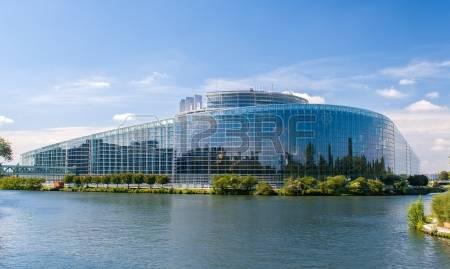 2017-02-07-15096657-b-timent-du-parlement-europ-en-strasbourg-france