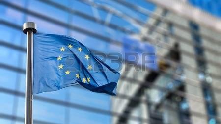 2017-02-07-46941016-drapeaux-de-l-union-europ-enne-devant-le-floue-parlement-europ-en-bruxelles-en-belgique