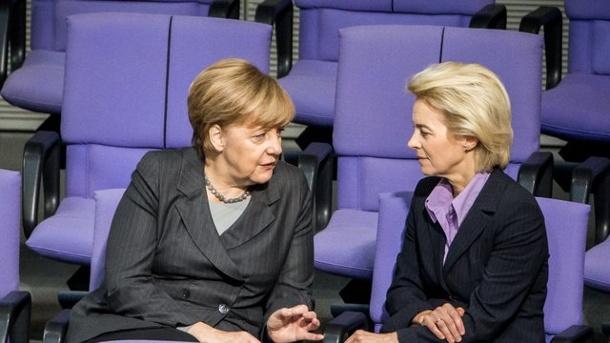 2017.03.08 angela-merkel-und-ursula-von-2017.der-leyen-im-bundestag-die-bundeskanzlerin-stellt-sich-hinter-die-verteidigungsministerin-