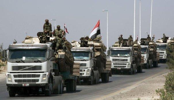 2017.05.04 757730_des-soldats-de-bachar-al-assad-defilent-devant-la-presse-dans-les-rues-de-hama-le-10-aout-2011