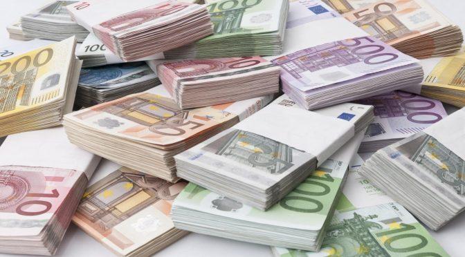 2017.06.16 fin de l'euro 101216114-stacks_oh_euro_bank_notes.1910x1000-672x372