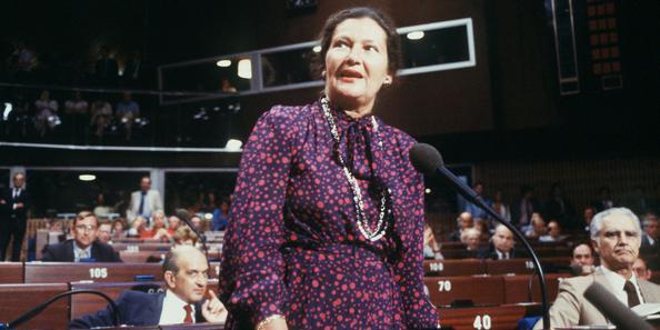 2017.06.32 Simone Veil en 1984, au Parlement européen. - Crédits photo MARCEL MOCHET AFP XVMb34623c6-b645-11e2-b5d2-fd08edcee464-805x403