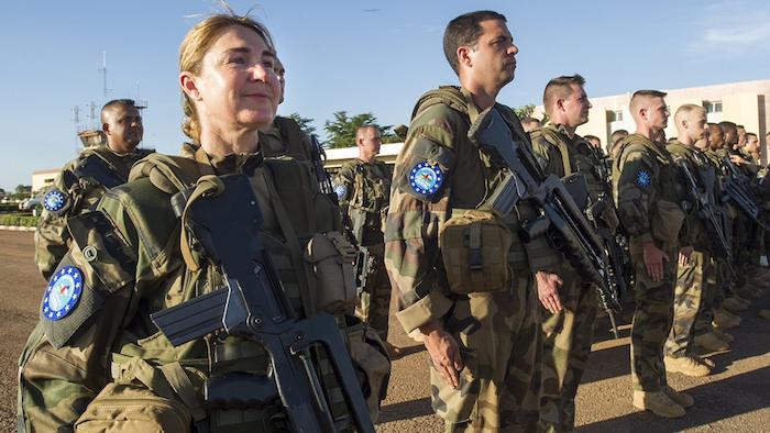 2017.08.16 euforeeas Des soldats des troupes françaises de l'EUFOR RCA à leur arrivée à l'aéroport de Bangui, le 30 avril 2014.