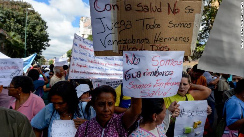 2017.08.17 170208150013-getty-venezuela-health-protest-banners-exlarge-169