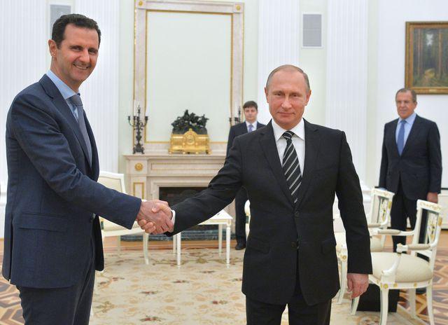 2017.08.21 BACHAR EL ASSAD le-president-russe-vladimir-poutine-et-son-homologue-bachar-al-assad-le-21-octobre-2015-a-moscou_5449431