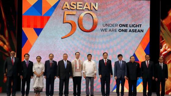 2017.08.24 ASEAN FETE SES 50 ANS LE 08.08.2017 5989e6b80d0403016c8b4567