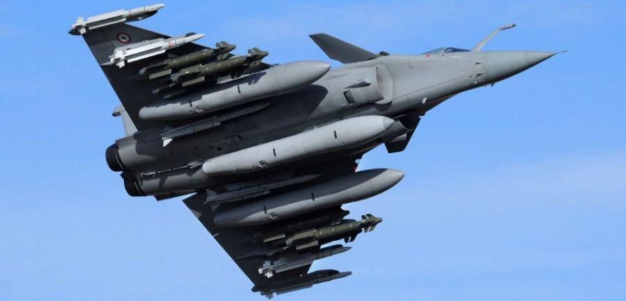 2017.08.29 Un Rafale en version lourdement armée (14 points d'emport)cover-r4x3w1000-578ef06c382c7-un-rafale - Copie