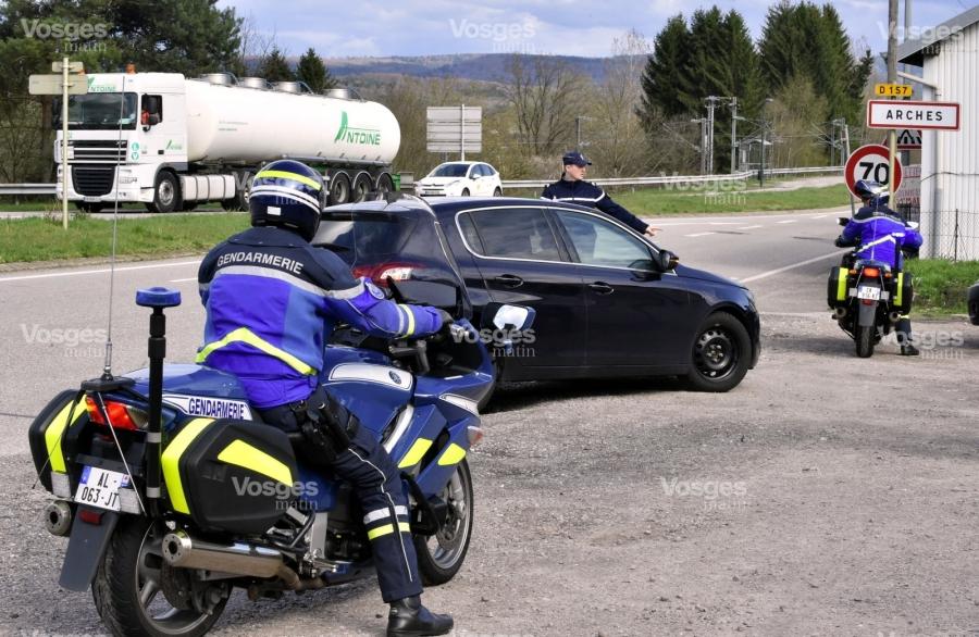 2017.10.02 les-gendarmes-1465832977