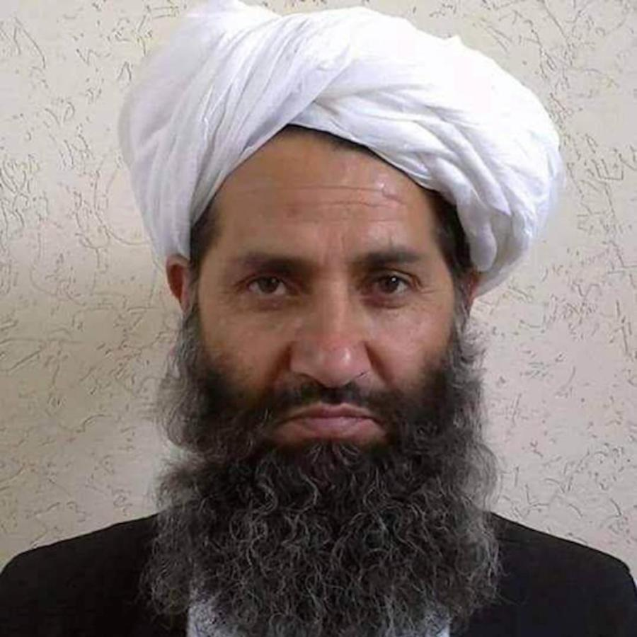 Haibathullah Akhunzada, élu en mai 2016 afghan-taliban-names-an-islamic-scholar-to-succeed-leader-killed-in-us-airstrike-1464176478