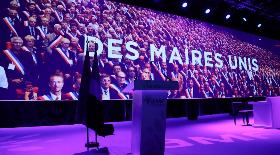 congres-des-maires-macron-sera-siffle-au-debut-ovationne-la-fin