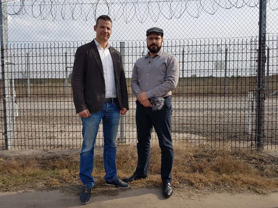 HONGRIE 20171018_133829_029László Toroczkai et Ferenc Almássy à la clôture frontalière. X. 2017
