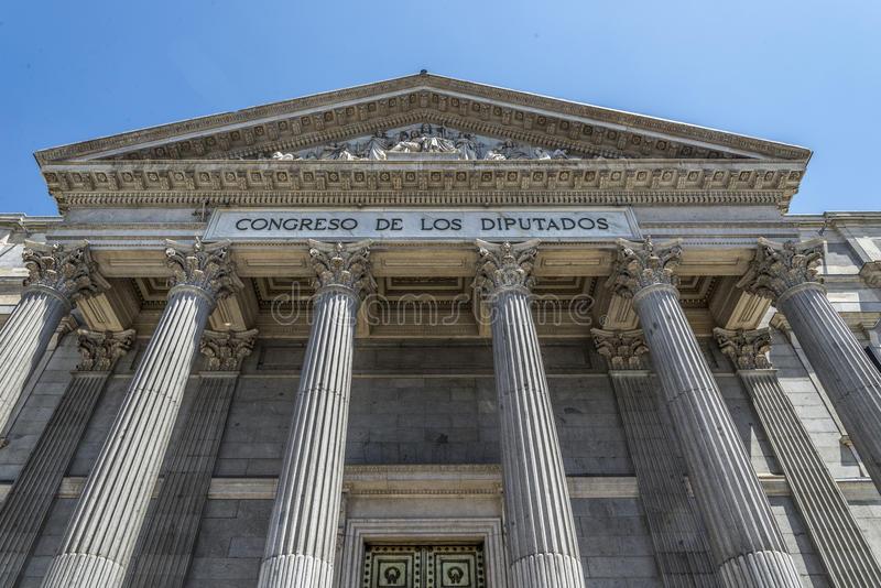 le-parlement-espagnol-madrid-57393622