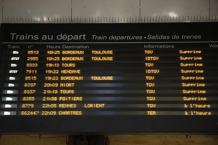 SNCF Panneaux-daffichage-depart-trains-Selon-lAutorite-qualite-services-transports-AQST-chaque-annee-retard-cumule-lensemble-voyageurs-monte-3-805-annees_0_729_486