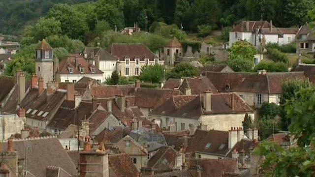 tonnerre_petite_cite_medievale_2Tonnerre est la 1ère ville de Bourgogne a obtenir le label -Petite Cité de Caractère