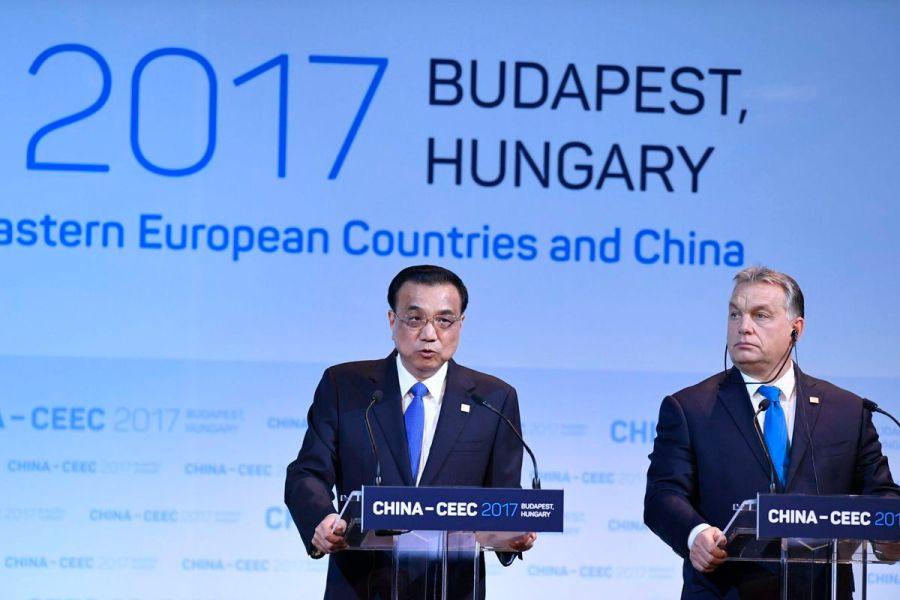 Le Premier ministre chinois Li Keying et son homologue hongrois Viktor Orban, ..setkani_16_a_cina