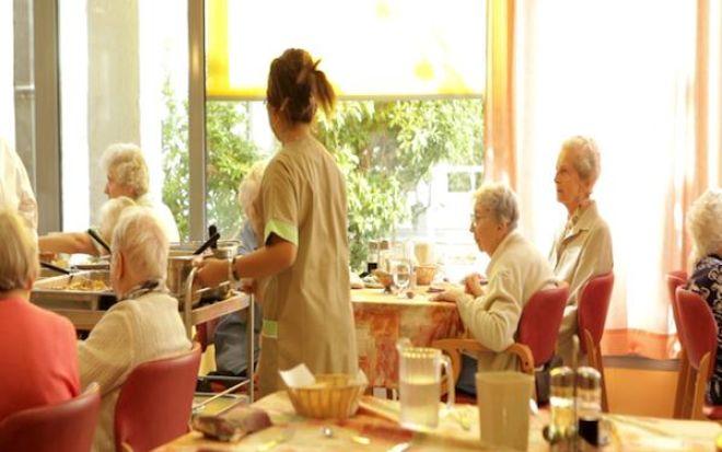 9187-seniors_maison_retraite2
