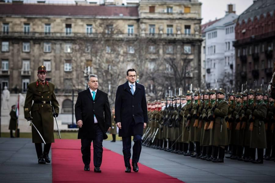 HONGRIE POLOGNE Les Premiers ministres hongrois Viktor Orbán et polonais Mateusz Morawiecki à Budapest le 3 janvier 2018. Photo page Facebook de Viktor Orbán.26220321_1015583817624609