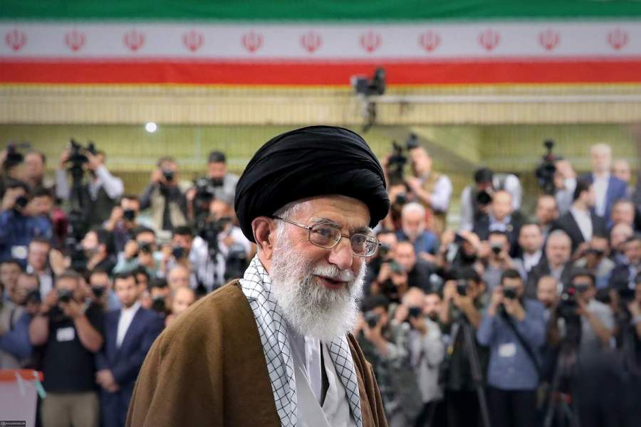 IRAN Ali Khamenei lors de l_élection présidentielle iranienne de 2017. Crédits - Wikimedia.-ob_f456cb_ali-khamenei-after-voting-in-the-2017