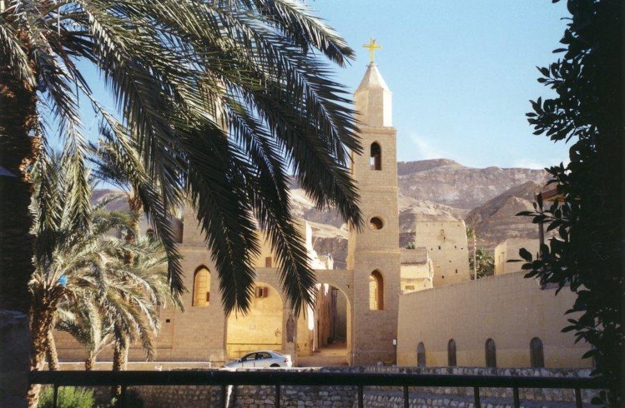 MONASTERE SAINT ANTOINE au pied du Mont Qulzum en Egypte 6895405