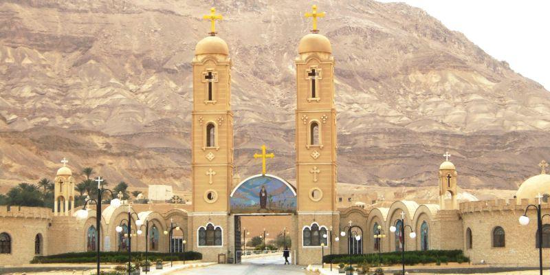 MONASTERE SAINT ANTOINE au pied du Mont Qulzum en Egypte web3-saint-anthony-monastery-egypt-loris-romito-cc-by-sa-3-0