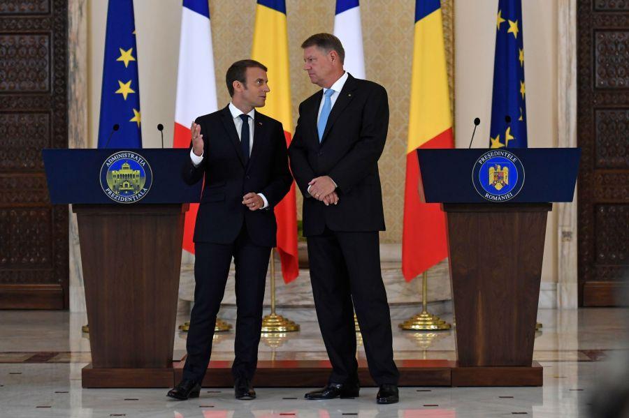 ROUMANIE FRANCE Le président français Emmanuel Macron (à g.) et son homologue roumain Klaus Iohannis.8864906.image