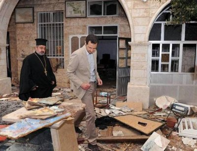 SYRIE Le président syrien constate les dégâts causés par les djihadistes à Mar Sarkis, un des monastères historiques de Maaloul . Photo DRElias-Zahlaoui-assad-maaloula