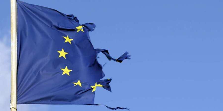 UE ECLATEE ob_73297a_drapeau-dechire