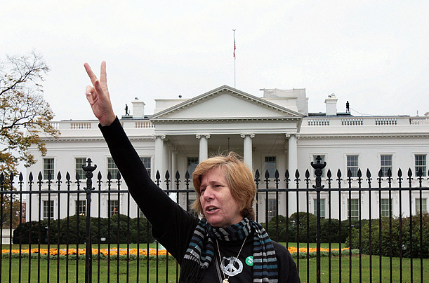 USA cindy-sheehan-at-the-white-house