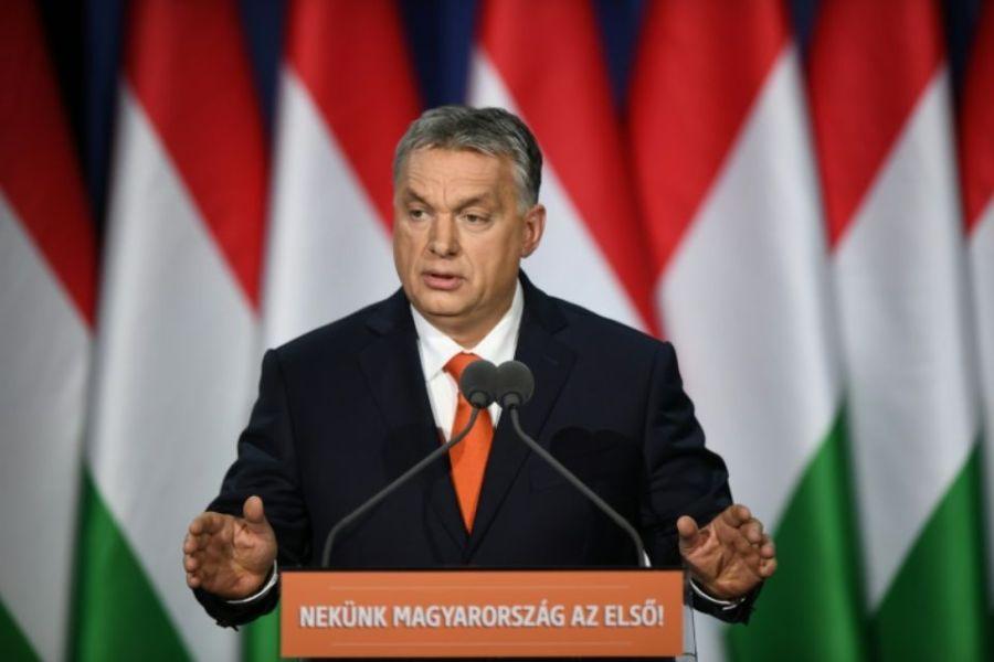 1097815-le-premier-ministre-viktor-orban-ici-le-18-fevrier-2018-lors-d-un-discours-a-budapest-vise-un-troisi