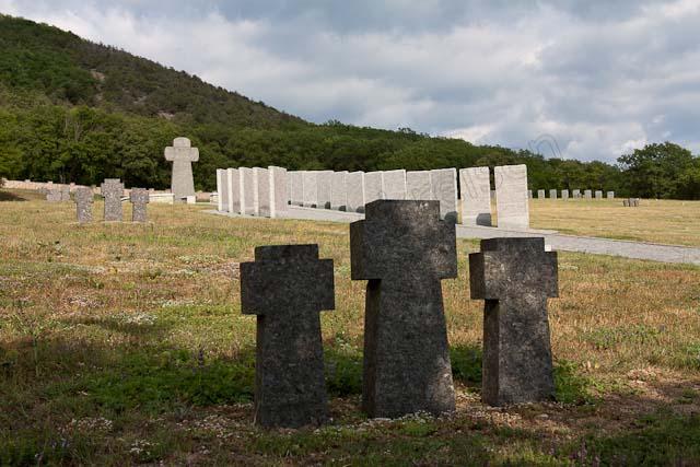 crimée .. Dans le cimetière aux soldats allemands tombés pendant la 2nde guerre mondiale à Gontcharnoye en Crimée IMG_6022
