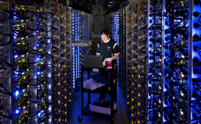 IA Un centre de stockage de données de Google. 201310211302-full