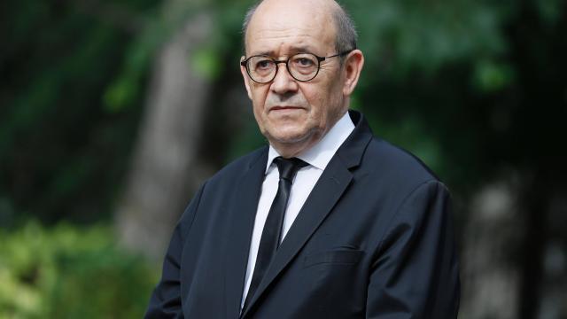 Jean-Yves-Le-Drian-au-ministere-de-l-Europe-et-des-Affaires-etrangeres2