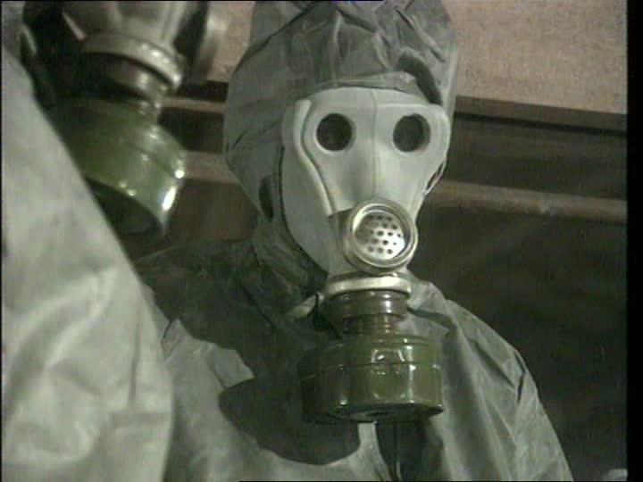 USA dans le domaine militaro-biologique. 978153150-nbc-suit-explosive-ordnance-disposal-biological-warfare-chemical-weapon