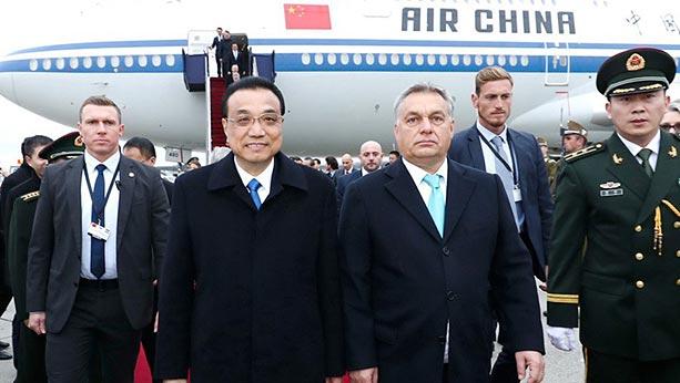 CHINE HONGRIE Le 29 novembre 2017, Li Keqiang arrivait à Budapest accueilli par Viktor Orban chine-monde_032018_03