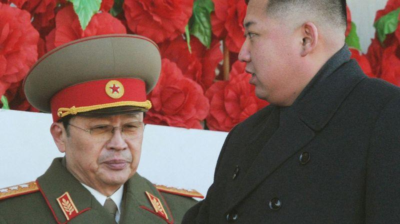 COREE NORD Jang Song-Thaek, à gauche, aux côtés de son neveu Kim Jong-Un, le leader nord-coréen, en février 2012 5425361.image