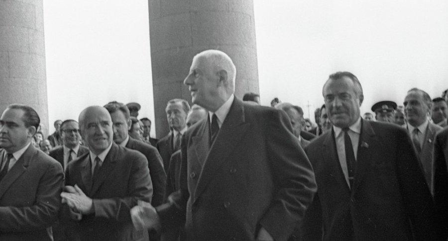france russie Charles de Gaulle (au centre) en visite à Moscou 1966 1017071564