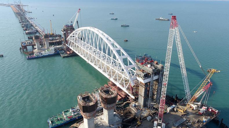 Le pont de Crimée 59a3d44edda4c8701e8b4567