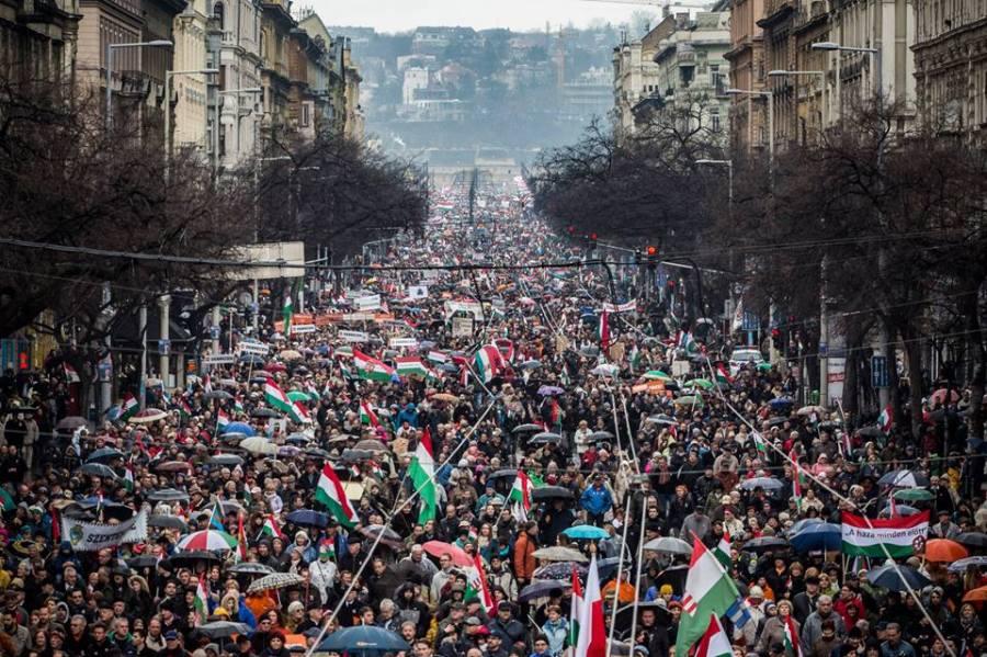 ORBAN 15.03.2018 - Des centaines de milliers de personnes ont défilé à Budapest le 15 mars 2018 pour soutenir Viktor Orbán.29197177_10156039401691093_3488247643227776975_n