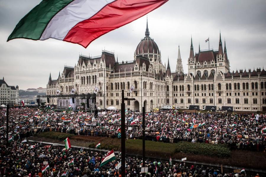ORBAN 15.03.2018 La place du parlement lors du discours de Viktor Orbán. 28698793_10156039401821093_4856725794988713734_o