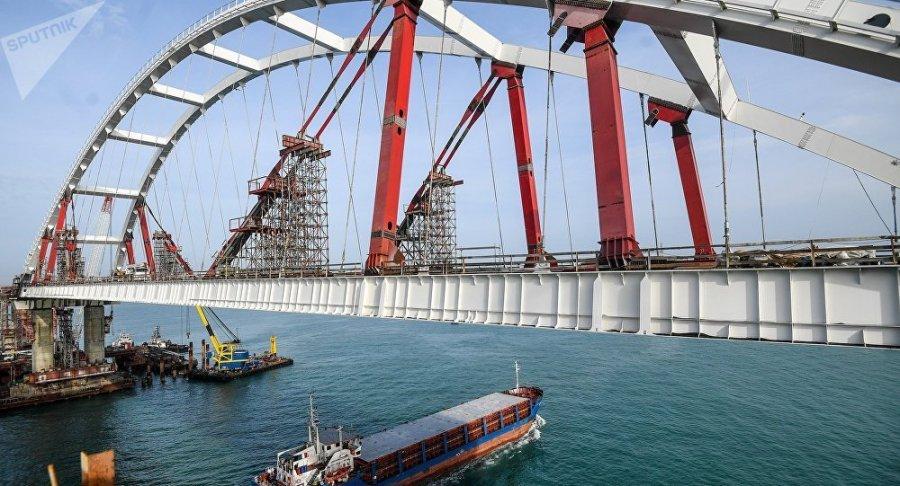 RUSSIE CRIMEE Moment historique jonction du plus long pont de Russie en Crimée ob_6de5bf_1034415175