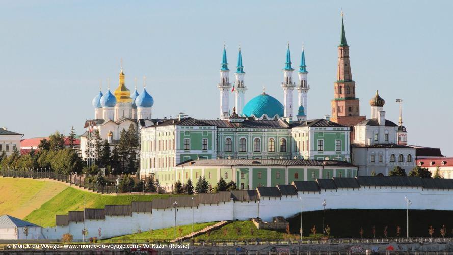 RUSSIE KAZAN La mosquée Qolsharif derrière les murs du Kremlin de Kazan vol-kazan-promo