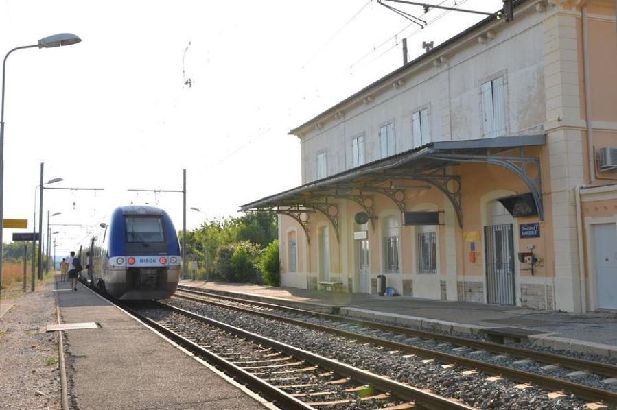 SNCF gares-sncf-en-voie-de-disparition-1170x777