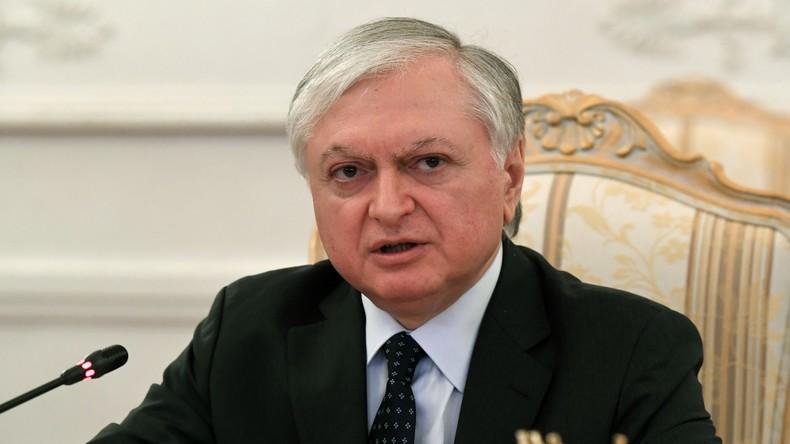 ARMENIE Ministre arménien des Affaires étrangères Édouard Nalbandian 59c10317488c7bee2e8b4567