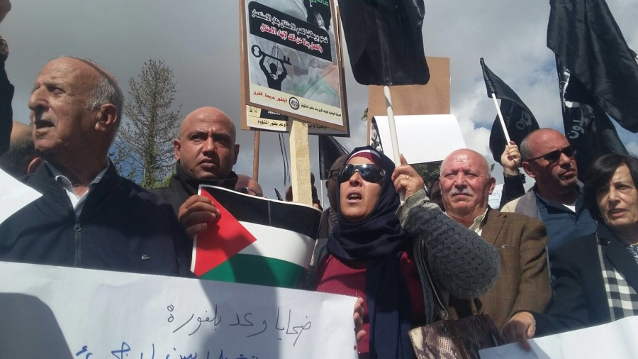 BALFOUR Manifestation contre le centenaire de la Déclaration Balfour en face du consulat britannique à Jérusalem-est, le 2 novembre 2017. Pierre Klochendler-i24NEWS. b29f9d1db4597e782