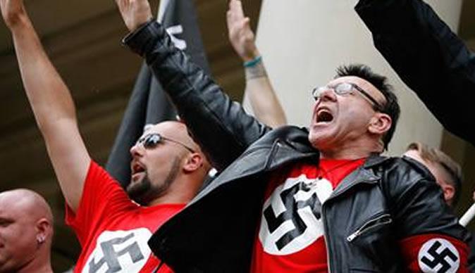 neo-nazis-saluting